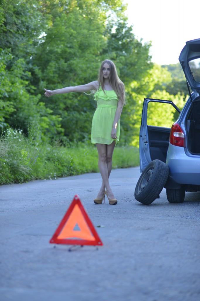 大型車のタイヤ交換は自分でしなければならないのでしょうか?一本100kg以上あります。