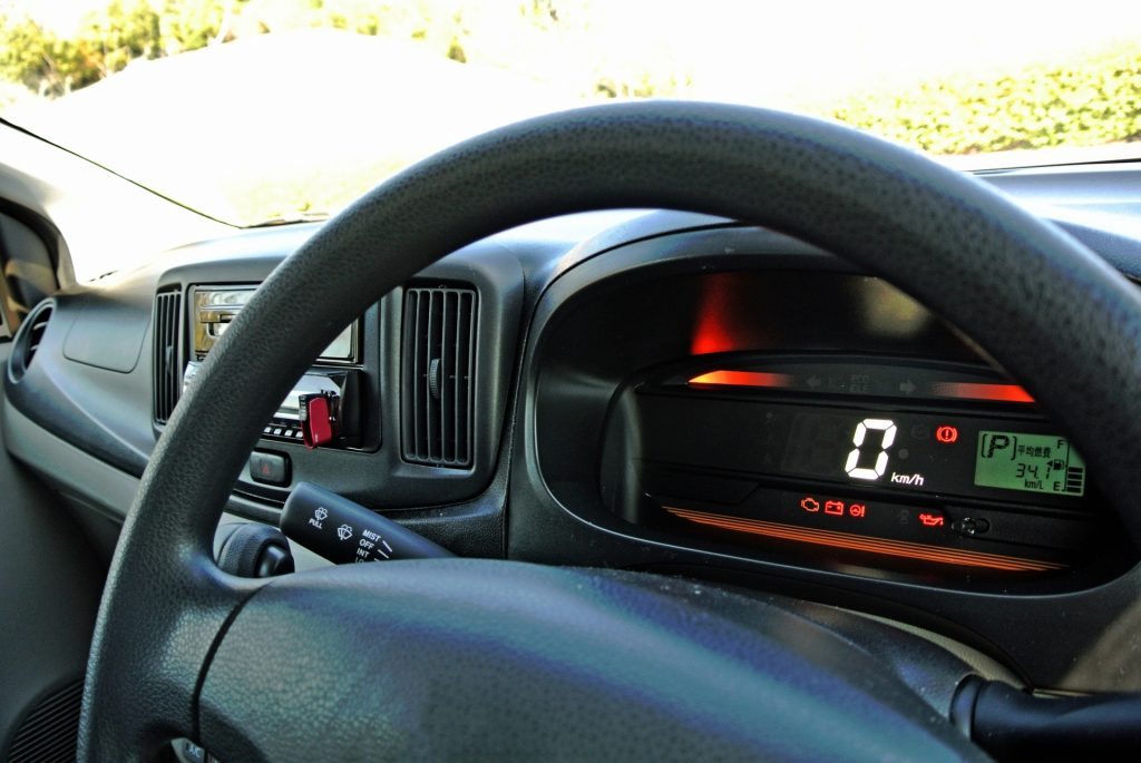 車のエアコン修理代が30万円 修理するべきか