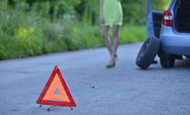 高速道路での故障時に、運転手が絶対に行わなければならない5つの事