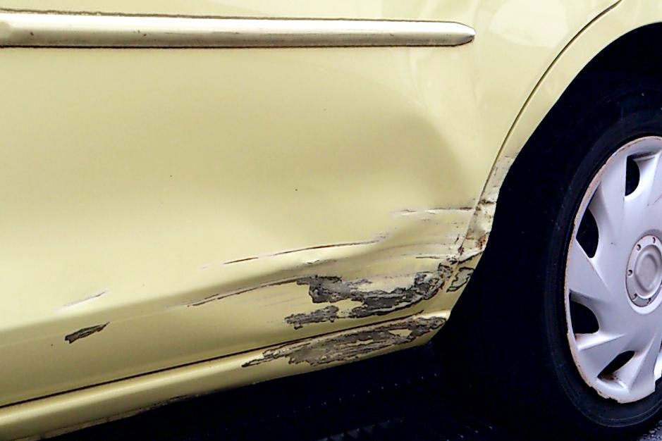 車の傷、へこみ