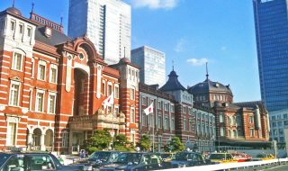 tokyo_station_and_taxi